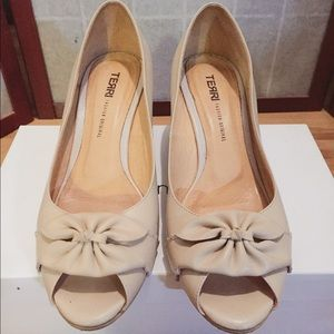 Lady's shoes peep toe